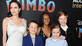 Angelina Jolie vyrazila do kina s nejmladšími potomky.