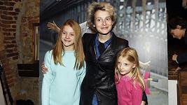 Herečka se svými mladšími kolegyněmi z filmu Nápadník.
