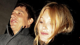 Kate Moss vystřízlivěla z lásky k manželovi.