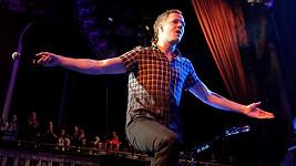 Dan Reynolds na pódiu překypuje pozitivní energií. V soukromí jeto uzlíček nervů.