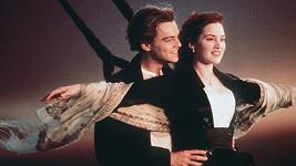Kate Winslet a Leonardo DiCaprio v nejslavnější scéně filmu Titanic.