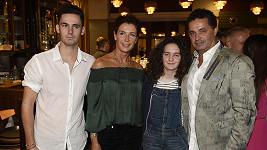 Martin Dejdar s rodinou