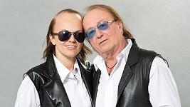Marta jako Petr Janda a její otec osobně.