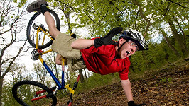 Na kole je to někdy o ústa. Ilustrační foto