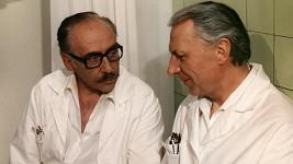 Miloš Kopecký jako doktor Štrosmajer ve své nejslavnější televizní roli