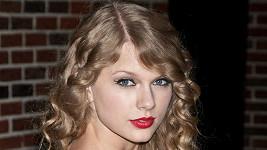 Svůdný pohled zpěvačky Taylor Swift
