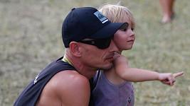 Matěj Homola se svou dcerkou Laurou.