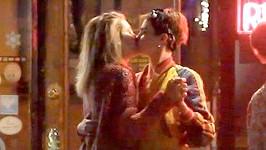 Paris Jackson se sblížila s Carou Delevingne.