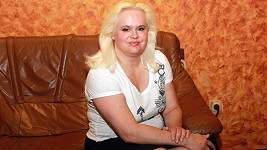 Monika Štiková je zadlužená až po uši. Na bohatství si jen hraje.