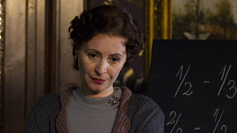 Ve své poslední roli Lenka Vlasáková výrazně zestárla.