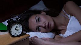 Obrázek č.1 žena s budíkem