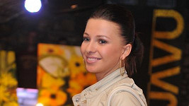 Inna Puhajková na výstavě obrazů Moniky Vargové