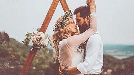 Ženich přišel o pas. Svatební cesta do USA je vážně ohrožená.