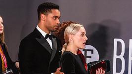 Regé-Jean Page a Emily Brown na londýnském filmovém festivalu