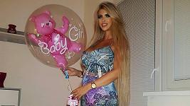 Nejprve se Lela rozplývala u fotky s balónkem a pak následoval šokující vzkaz.