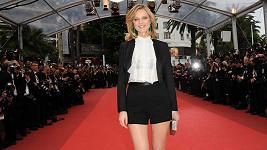 Eva Herzigová se v Cannes objevila v hodně krátkých šortkách, které jí nesmírně slušely.