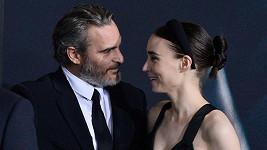 Joaquin Phoenix se snoubenkou Rooney Marou