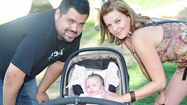 Novotný s nastávající Veronikou a dcerkou Laurou budou konečně oficiálně rodina.