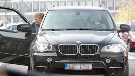 Marku Dědíkovi někdo zapálil jeho černé SUV. Na snímku s Pavlou Tomicovou