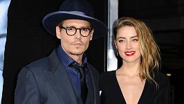 Johnny Depp a Amber Heard jsou konečně rozvedeni...