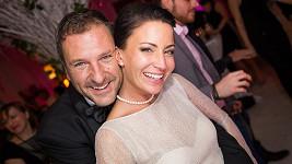 Šťastní novomanželé Gabriela Farnbauerová Partyšová a Daniel Farnbauer.