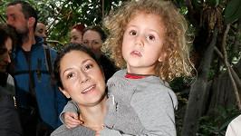 Martha Issová s dcerou