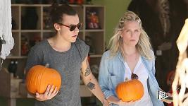 Harry Styles byl se svou novou přátelkyní vybírat dýně na Halloween.