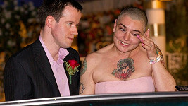 Při svatbě byla Sinead O'Connor pořádně dojatá.