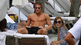 Fotbalista Diego Forlán s manželkou v Miami.