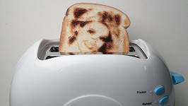 Čekání na opečení toastu může být nově i docela zábava...
