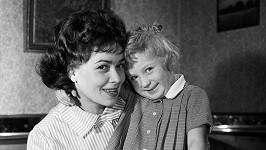 Jiřina Bohdalová s dcerou Simonou Stašovou na archivní fotce