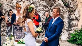 Lucie Vondráčková v klipu s kolegou Zbyňkem Fricem