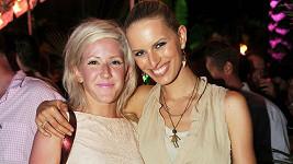 Karolína Kurková s britskou zpěvačkou Ellie Goulding.