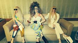 Lady Gaga se svými panenkami v životní velikosti.