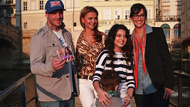 Nový klip Dianky pokřtili Yvetta Blanarovičová, Tereza Brodská a Honza Žampa z kapely Eddie Stoilow.