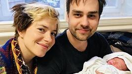 Ondřej s přítelkyní a novorozeným synem