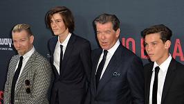 Zleva: Sean Brosnan, Dylan Brosnan, Pierce Brosnan a nejmladší Paris Brosnan.