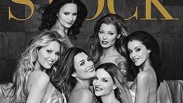 Šest nahých krásek na titulu kalendáře.