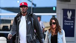 Basketbalista Lamar Odom s Khloé na newyorském letišti JFK.