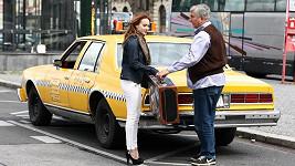 Že by herec Miroslav Donutil melouchařil jako taxikář?