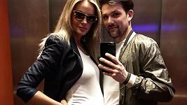 Filip Horký a jeho partnerka Kristýna Panochová se těší na první dítě.