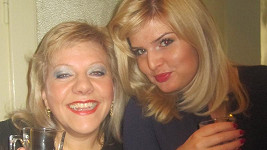 Dvě zpěvačky Marie a Nikol si během večera uvědomily, že mají společného víc, než jen barvu vlasů a profesi.