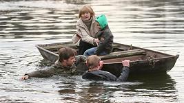 Herci v ledové řece.