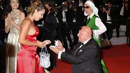 Zásnuby na červeném koberci v Cannes