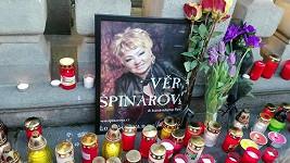 Pietní místo pro fanoušky Věry Špinarové v centru Ostravy
