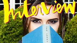 Victoria Beckham přiznala pro německý časopis Interview, že se tváří na fotkách jako protiva.