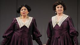 Eva Holubová se bude ve hře Revizor alternovat se Zuzanou Kronerovou (vlevo)