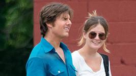 Tom Cruise si Emily najal jako asistentku, ale spolupráce zřejmě vzešla v něco víc.