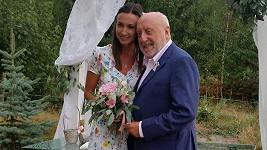 Lucie by se podle tradice měla brzy vdávat.