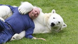 Medvědice Agee by Markovi nikdy neublížila.